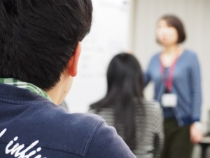 ADHDの特徴として大人数の会合での注意の維持が難しいなどもある
